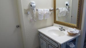 Budget Host Airport Inn, Motel  Waterville - big - 6