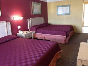 Americas Best Value Inn and Suites Denton, Мотели  Denton - big - 10