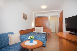 Bluesun Hotel Marina, Hotely  Brela - big - 14