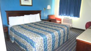 Budget Host Airport Inn, Motel  Waterville - big - 2