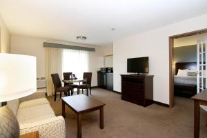 One-Bedroom King Suite with Balcony - Non smoking