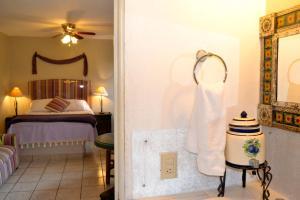 Ajijic Suites - on Hidalgo, Apartmány  Ajijic - big - 2