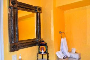 Ajijic Suites - on Hidalgo, Apartmány  Ajijic - big - 38