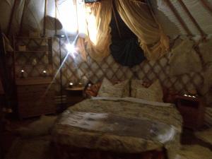 Almond Grove Yurt Hotel, Zelt-Lodges  Ábrahámhegy - big - 3