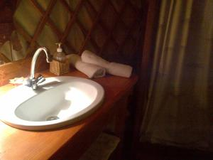 Almond Grove Yurt Hotel, Zelt-Lodges  Ábrahámhegy - big - 4