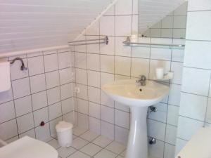 Napfény Apartment, Guest houses  Keszthely - big - 24