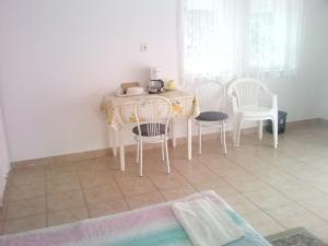 Napfény Apartment, Guest houses  Keszthely - big - 21