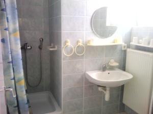 Napfény Apartment, Guest houses  Keszthely - big - 26