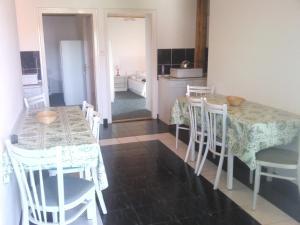 Napfény Apartment, Guest houses  Keszthely - big - 17