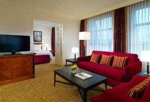 Junior Suite with King Bed and Sofa Bed - Lounge Access