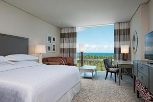 Club Room Sheraton - Apartment with Sea View