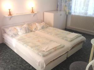 Napfény Apartment, Guest houses  Keszthely - big - 23