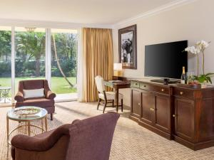 Deluxe One-Bedroom Suite with King Bed