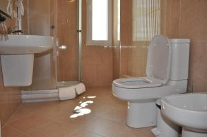 Grand White City Hotel, Отели  Берат - big - 7