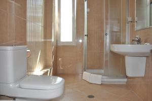 Grand White City Hotel, Отели  Берат - big - 6