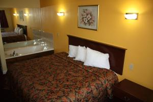 One King Bed Suite - Non Smoking