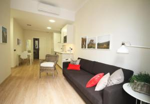 One-Bedroom Apartment - Ronda Sant Pere 14, principal 1º