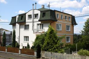 Villa Anastazis - Penzion Eden, Guest houses  Karlovy Vary - big - 94