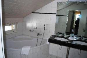Hotel Rhonequelle, Отели  Обервальд - big - 2