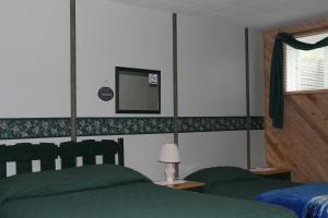 三人间 - 带1张双人床和1张单人床 - 带私人浴室 - 地下室