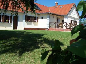 Gyümölcsliget Vendéház, Guest houses  Csehimindszent - big - 9