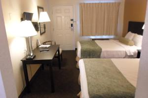 Deluxe Room with One Full Bed - Disability Access - Non-Smoking