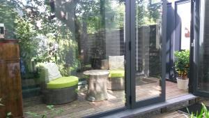 Garden in the city, Ferienwohnungen  Gent - big - 19