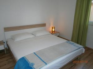 Apartments Eva i Toma, Ferienwohnungen  Povljana - big - 15