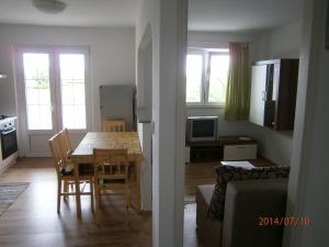 Apartments Eva i Toma, Ferienwohnungen  Povljana - big - 5