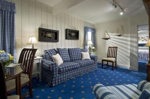 King Suite with Sofa Bed - Winstead Inn