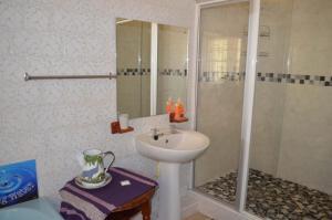 Quarto Duplo Standard com Casa de Banho Partilhada