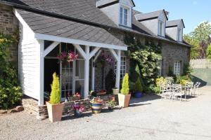 Les Freuberts B&B, Bed & Breakfasts  Landivy - big - 22