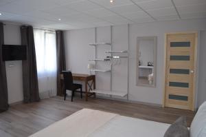Hôtel Lac Et Forêt, Hotels  Saint-André-les-Alpes - big - 33