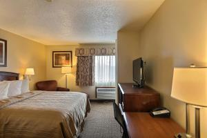 One-Bedroom Queen Room