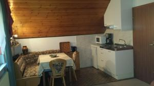 Haus am Wald, Apartmány  Baiersbronn - big - 7