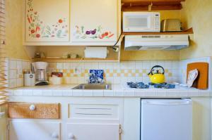 Queen Studio with Kitchen - Five