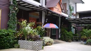 Baan Jaru, Гостевые дома  Чианграй - big - 78