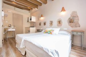 AinB Gothic-Jaume I Apartments, Апартаменты  Барселона - big - 34
