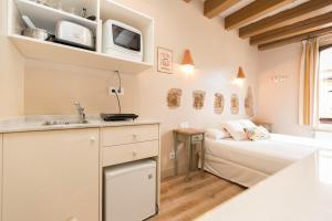 AinB Gothic-Jaume I Apartments, Апартаменты  Барселона - big - 35