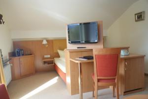 Hotel Garni Brunnthaler, Отели  Гармиш-Партенкирхен - big - 13
