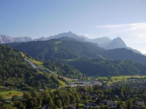 Hotel Garni Brunnthaler, Hotel  Garmisch-Partenkirchen - big - 66