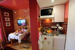 Studio Apartment E4GD Pink Fashion