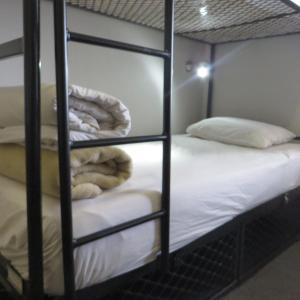 Кровать в общем 6-местном номере для женщин