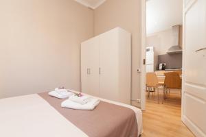 Three-Bedroom Apartment D - Aragó 423