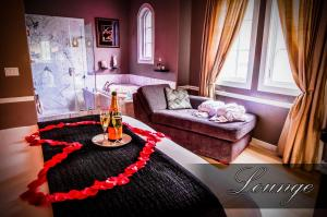 Lounge Couples Spa Room with Balcony