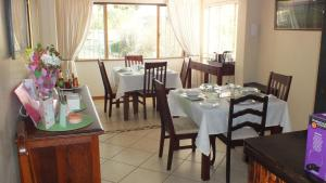 Home From Home B&B, Bed and breakfasts  Pietermaritzburg - big - 38