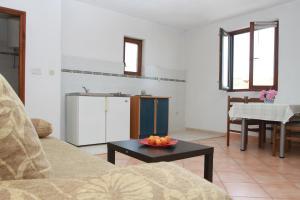 Apartments Sanader, Apartmanok  Trogir - big - 2