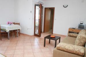 Apartments Sanader, Apartmanok  Trogir - big - 3