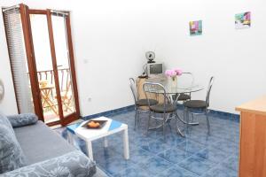 Apartments Sanader, Apartmanok  Trogir - big - 15