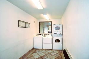 Motel 6 Reno West, Hotely  Reno - big - 30